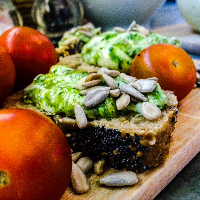 Honig Senf Frischkäse mit Rucola Pesto