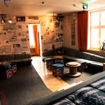 Superbude Hotel Hostel Lounge Rockstarsuite von Betten - ohne Inhalt