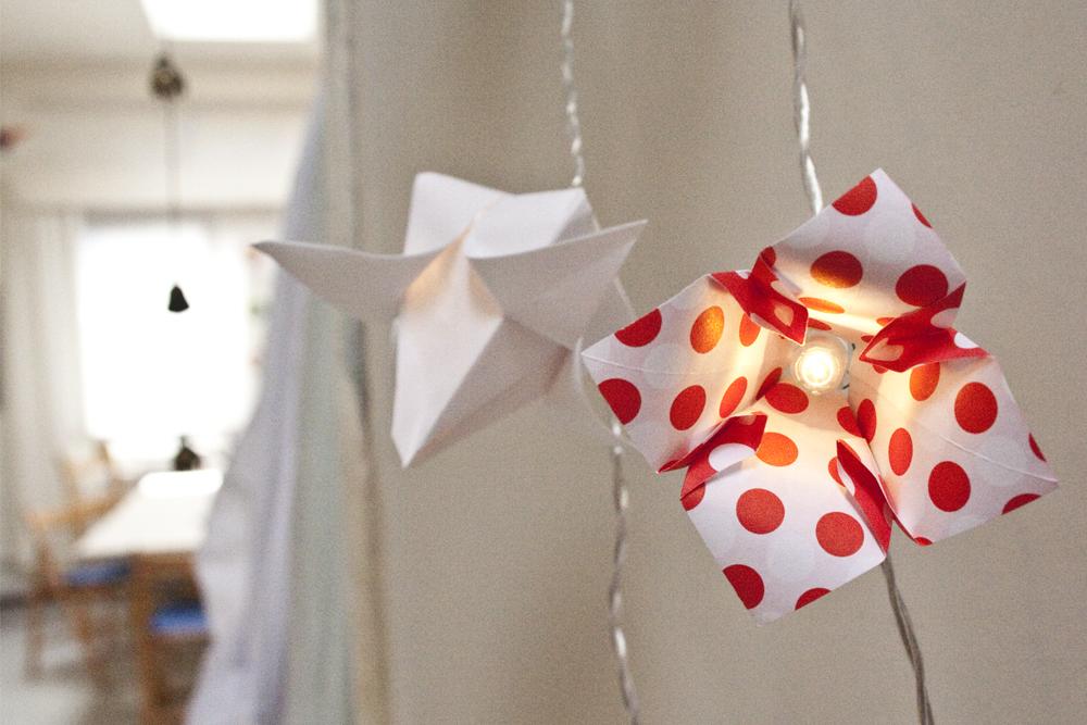 sommerliche Origamilichter im lichten Atelier
