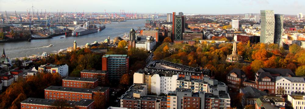 Die Elbe, die Tanzenden Türme und die Herbststimmung