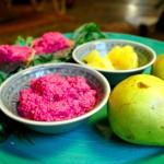 Der Dip geht gut mit Ananas oder anderen gelben Früchten….