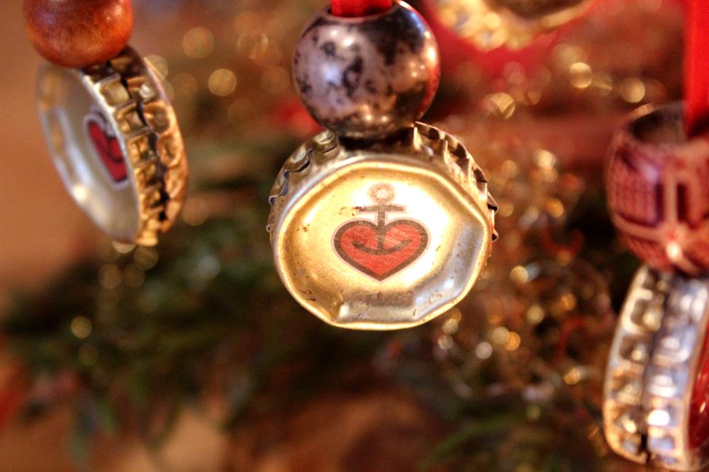 Astra am Weihnachtsbaum