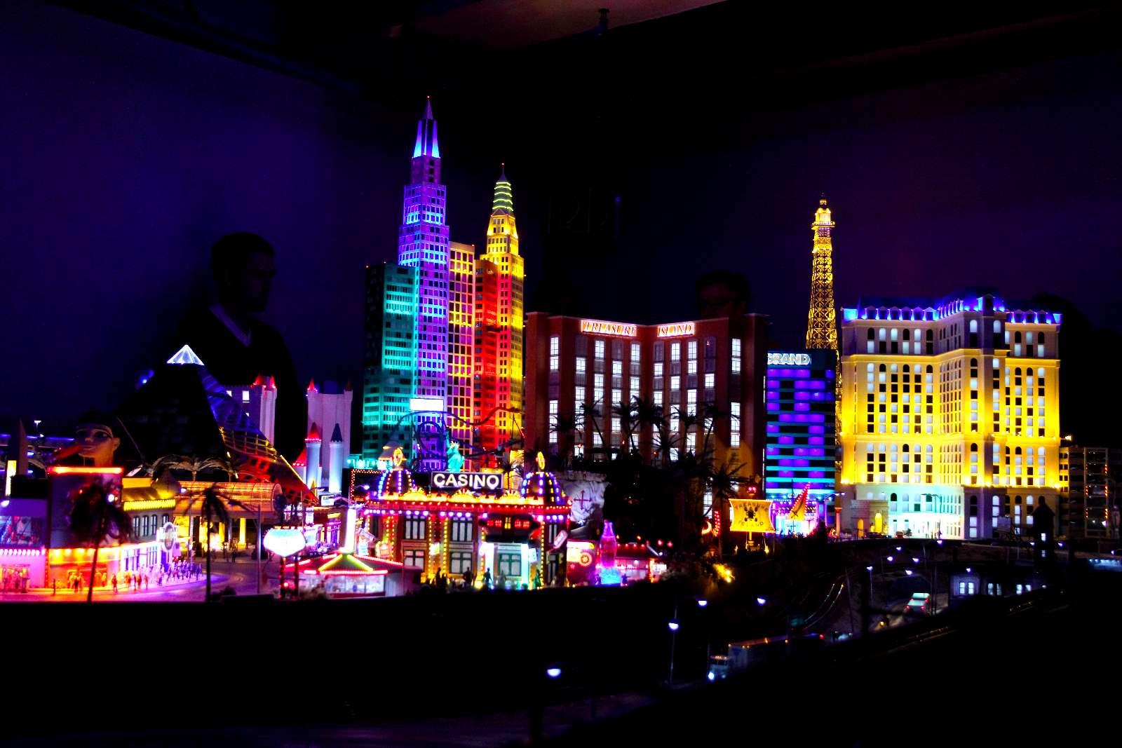 Mini-Las Vegas bei Nacht