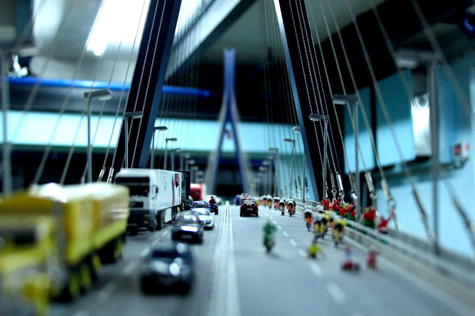 Ein Foto von der Köhlbrandbrücke aus perspektive des extra dafür vorgesehenen Fotospots