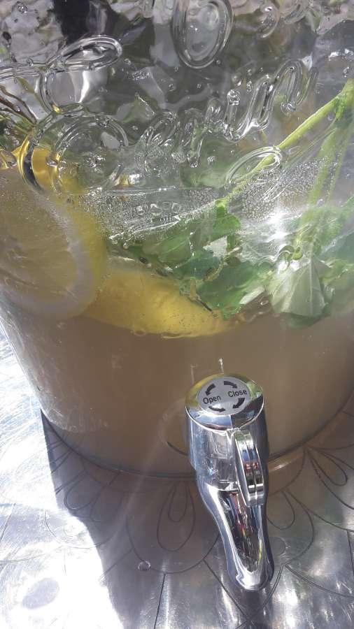 in der Sonne glitzernde Limo