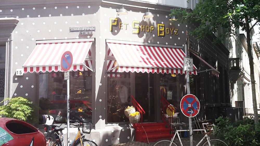 Pet Shop Boys im invertierten Dalmatinerhaus