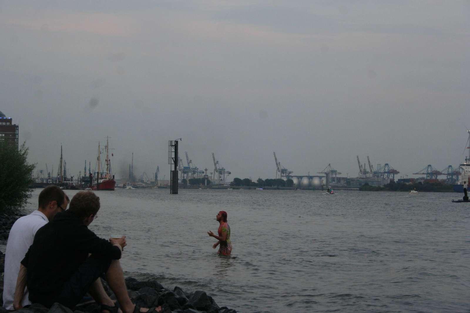 in der Elbe schwimmen ist natürlich auch eine Option...