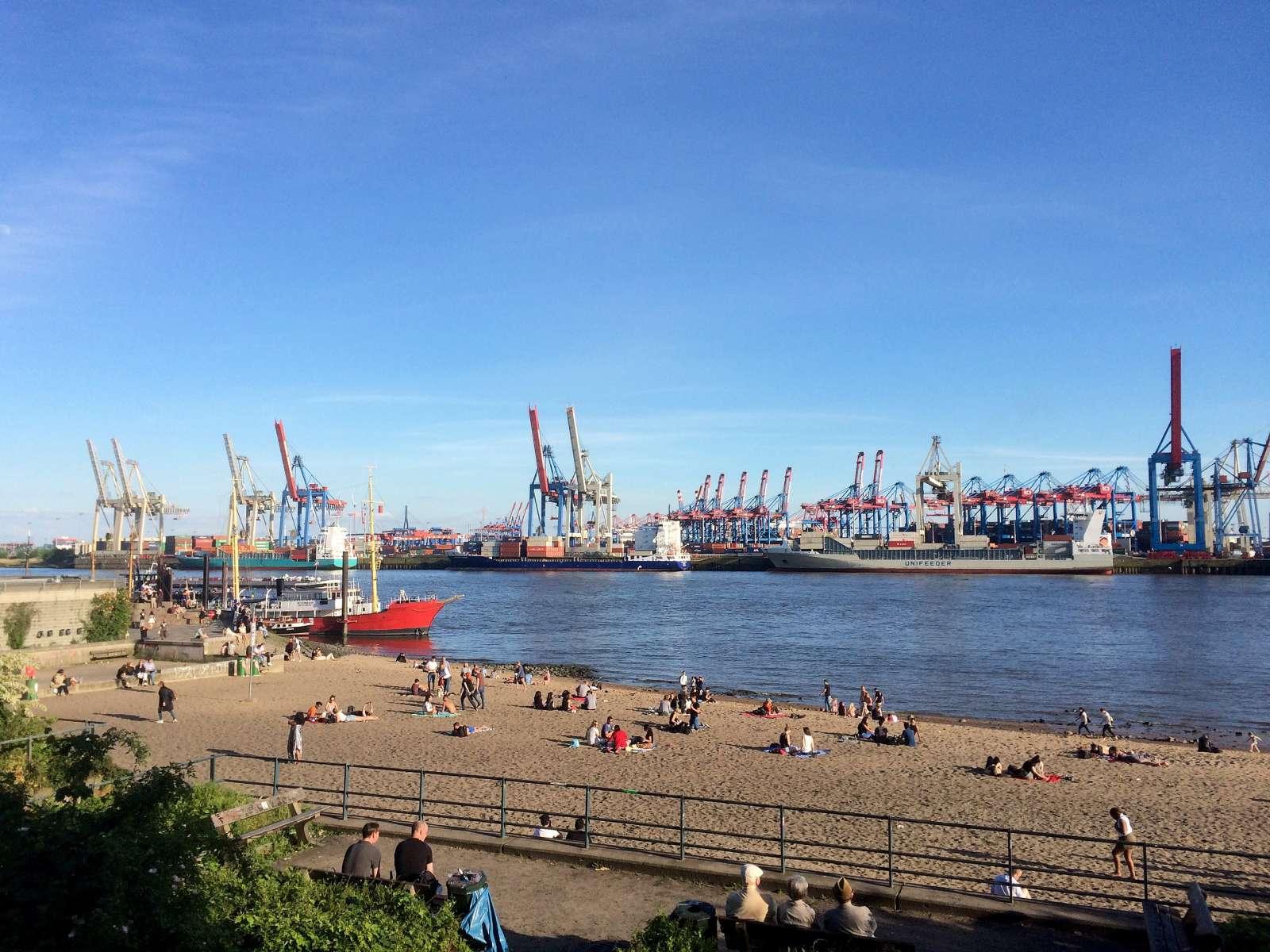Elbstrand in Hamburg Övelgönne / Foto: Alstersegler