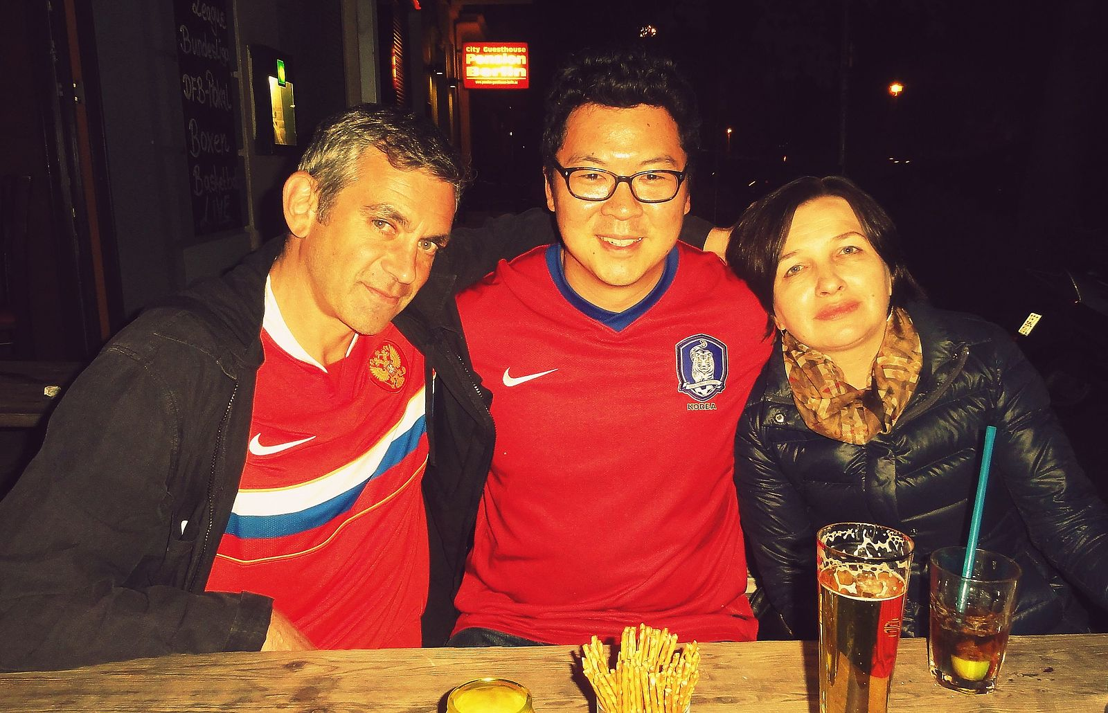Wladimir (l) und Olga (r) Kaminer / Foto: Gerdster / die Person in der Mitte ist ein Freund des Autors und für unseren Blog nicht relevant