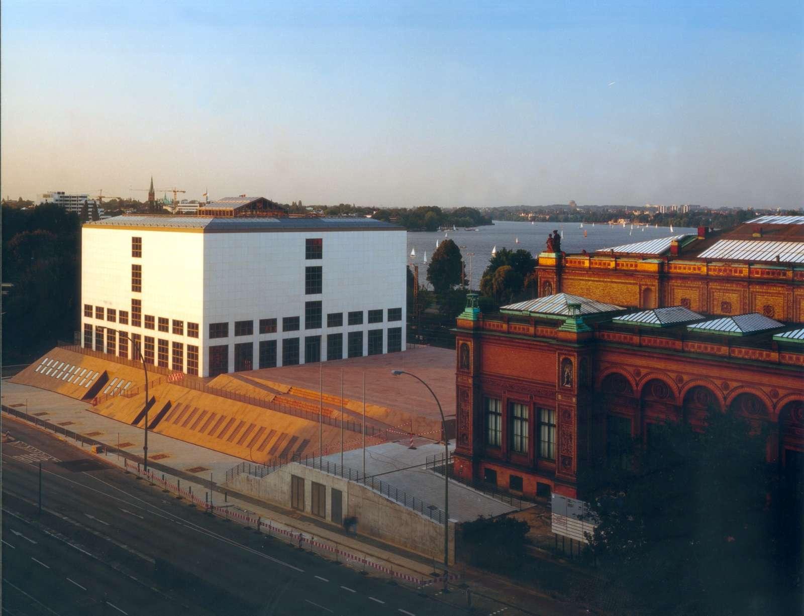 Blick auf Galerie der Gegenwart und Gründungsbau © Hamburger Kunsthalle, Foto: Wolfgang Neeb