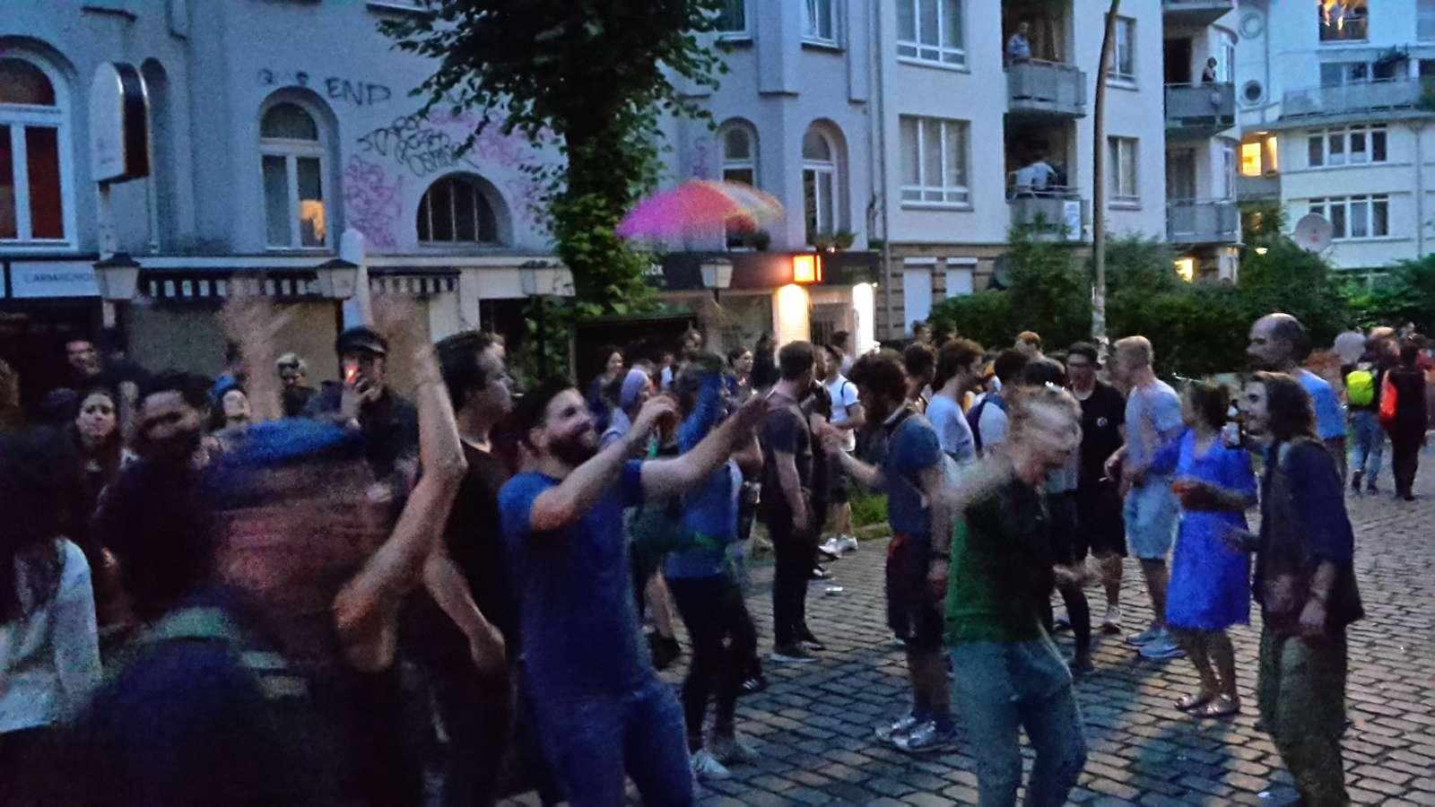 Straßenfeststimmung in Hamburg