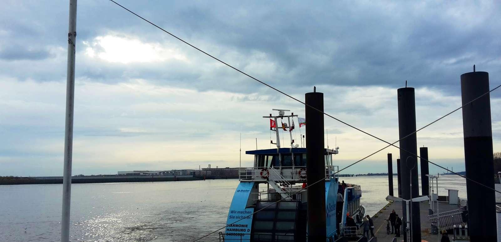 Preiswerte Hafenrundfahrt mit den HVV-Fähren