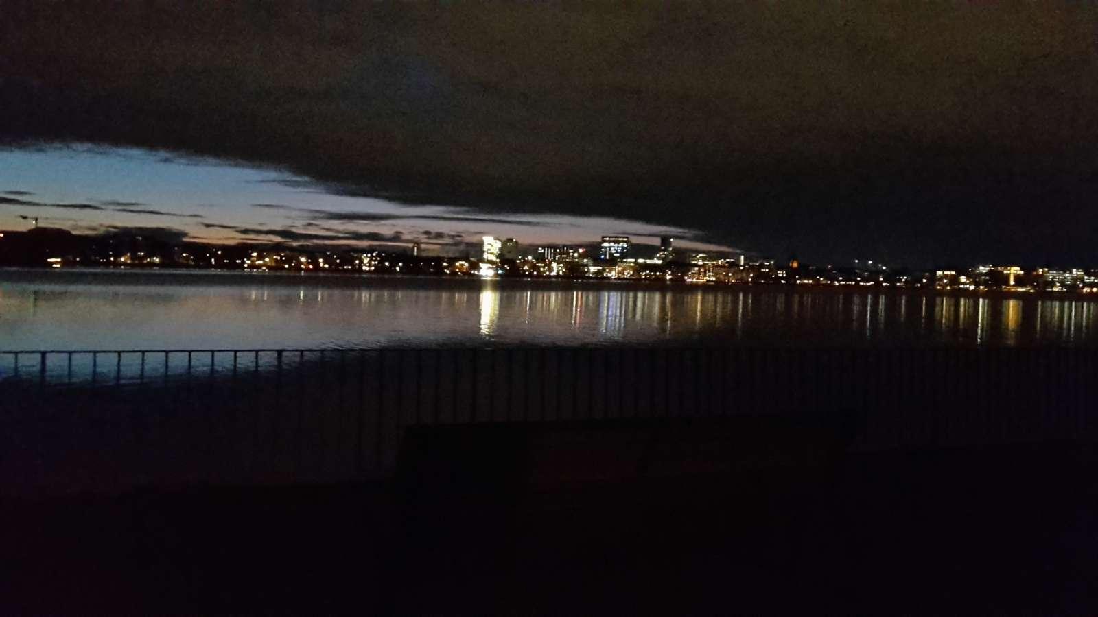 Nachtspaziergang entlang der Binnenalster