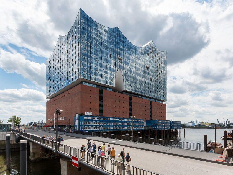 "Dietmar Rabich/ Wikimedia Commons/ ""Hamburg, HafenCity, Elbphilharmonie (und Mahatma-Gandhi-Brücke) -- 2016 -- 3054""/ CCBY-SA4.0"