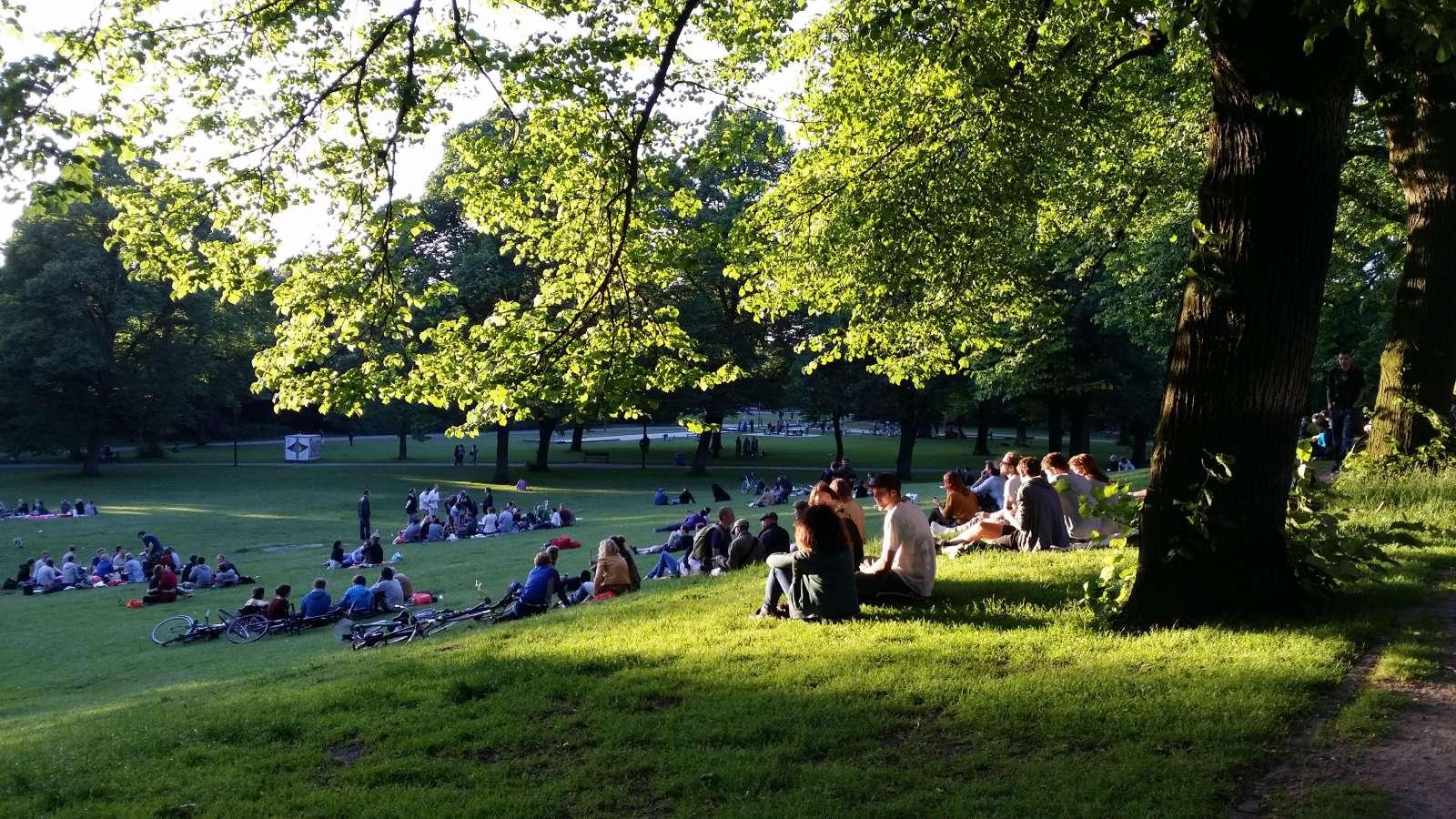 Der Schanzenpark im Sommer / Foto: www.elbpresse.de [CC BY-SA 4.0 (https://creativecommons.org/licenses/by-sa/4.0)]