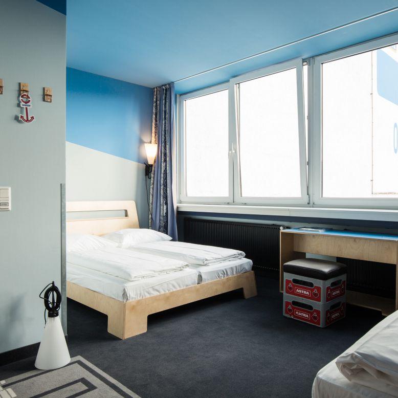 vierbettbude hostel hamburg st georg superbude. Black Bedroom Furniture Sets. Home Design Ideas