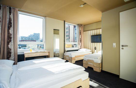 hotel in hamburg city superbude. Black Bedroom Furniture Sets. Home Design Ideas