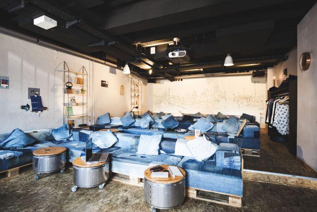 das superkino in der superbude entspannt buchen cool bernachten. Black Bedroom Furniture Sets. Home Design Ideas