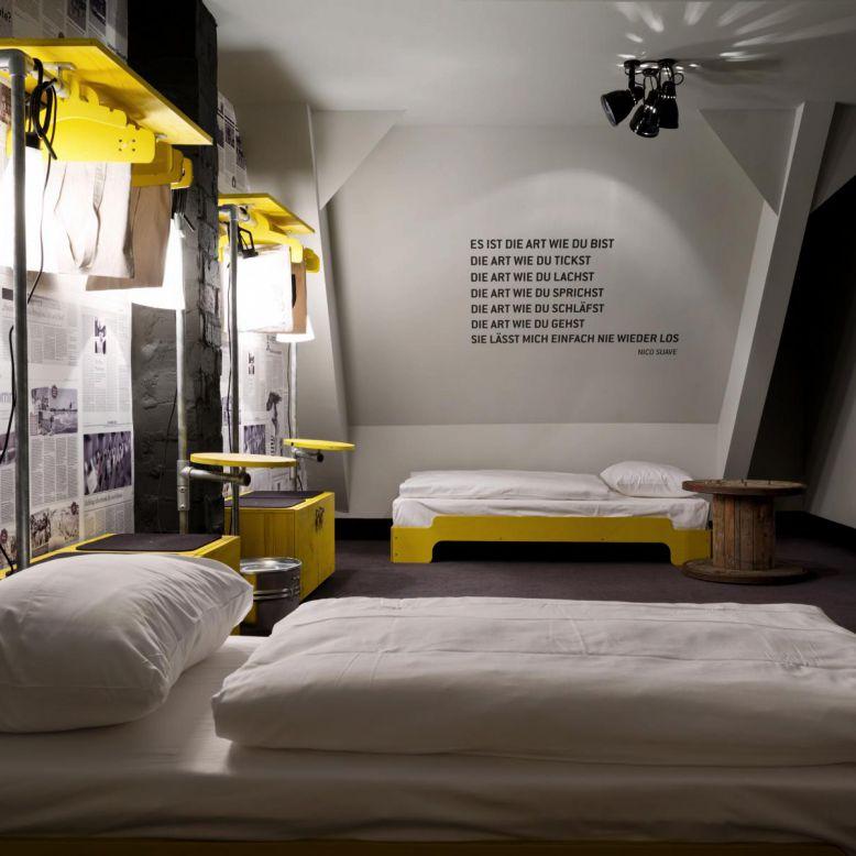 six bed room hostel hamburg st pauli superbude. Black Bedroom Furniture Sets. Home Design Ideas