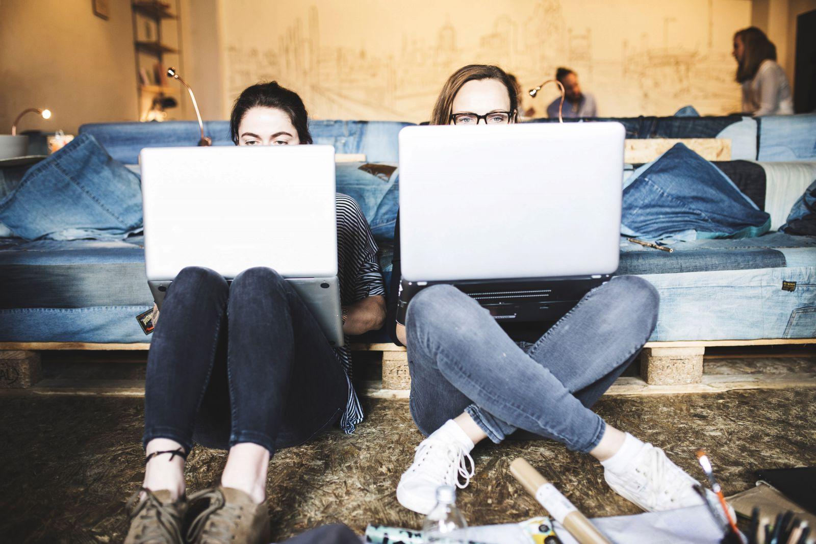 ill communication coworking space erleben hamburg. Black Bedroom Furniture Sets. Home Design Ideas